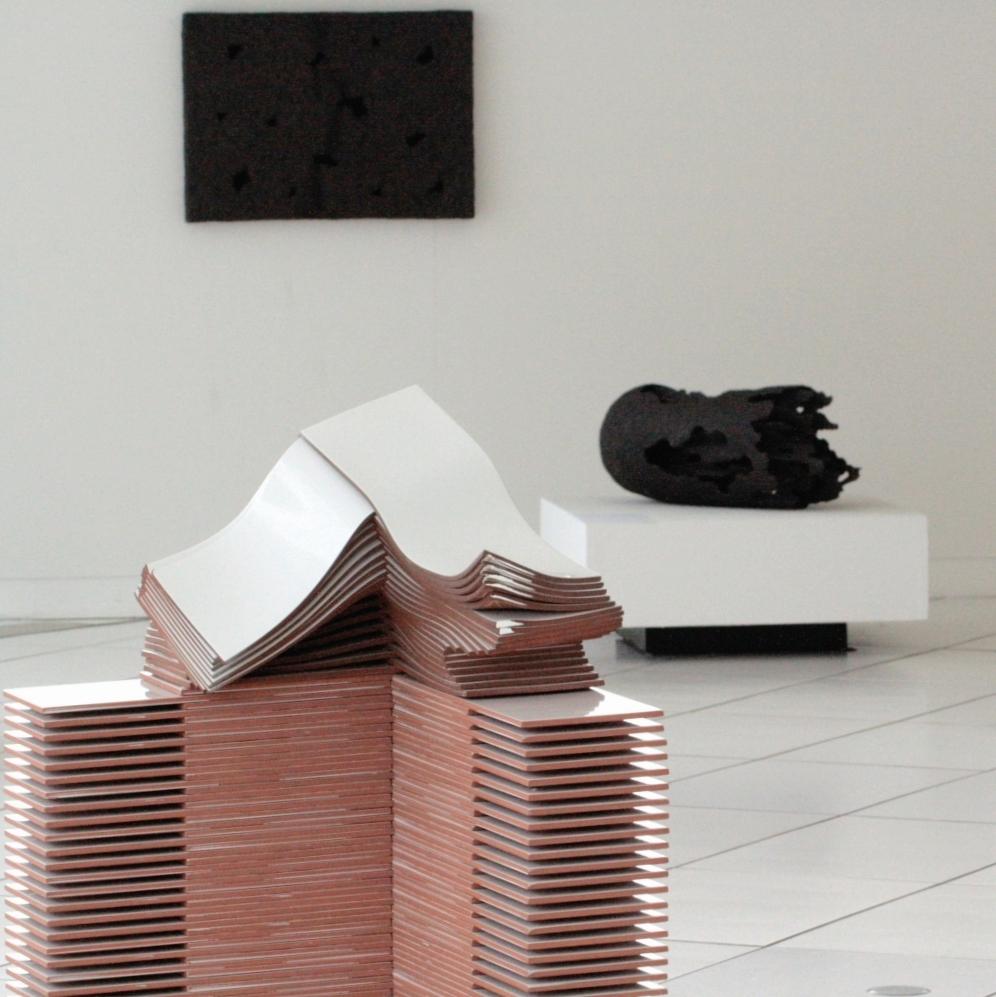 Blick in die Ausstellung vom Frechener Keramikpreis 2015, © KERAMION