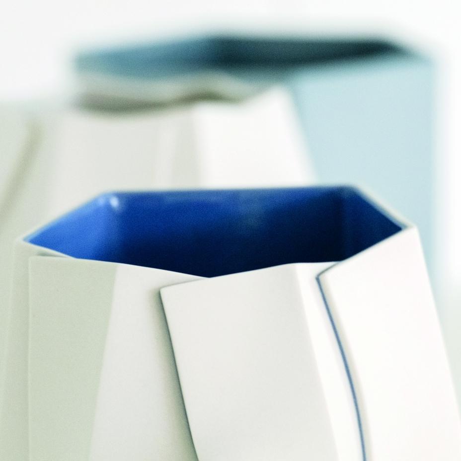 """Keramik von Bomi Lee, """"Making Cuts – Hexagonal"""" aus dem Jahre 2014, © Katrin Klink"""
